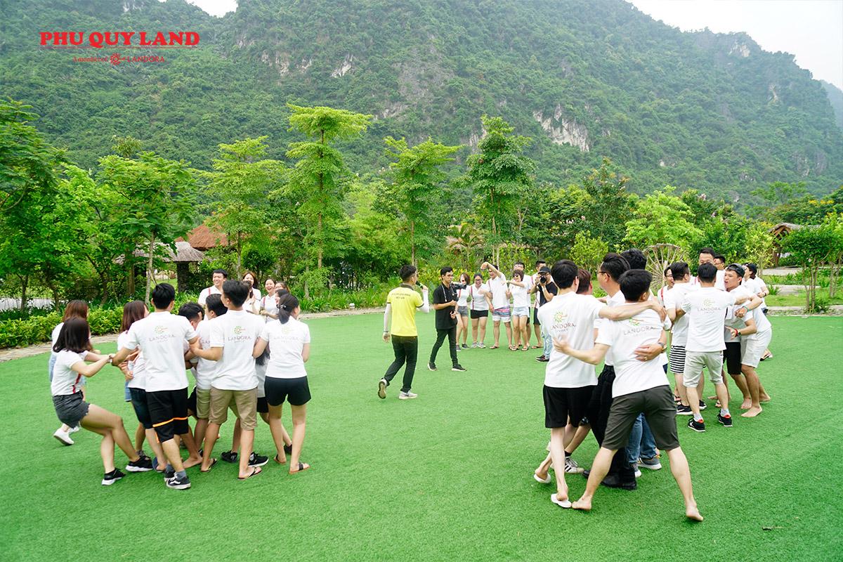 Những trò chơi đòi hỏi sự phối hợp nhịp nhàng đã thể hiện rõ tinh thần đoàn kết trong mỗi Team