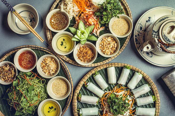 ho đến những bữa ăn quen thuộc, gần gũi với truyền thống người Việt từ nhà hàng Chợ Xưa hay Nhậu Zô