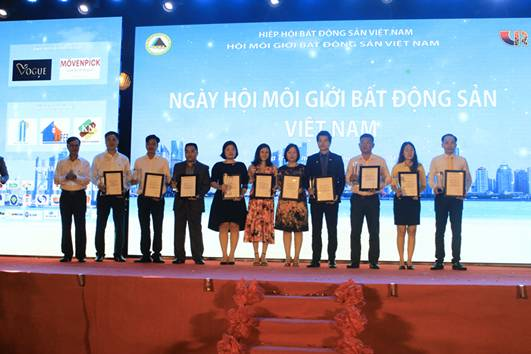 Phú Quý Land nhận giải Top 10 sàn giao dịch BĐS xuất sắc nhất năm 2016