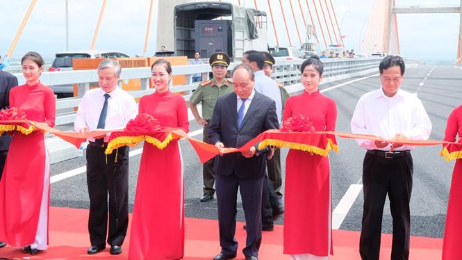 Lãnh đạo, nguyên lãnh đạo Đảng, Nhà nước cùng cắt băng khánh thành và thông xe tuyến đường cao tốc Hạ Long - Hải Phòng