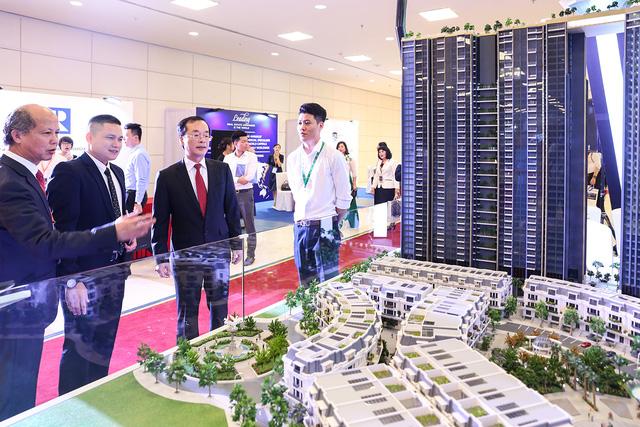 Bộ Trưởng Bộ Xây dựng Phạm Hồng Hà đánh giá cao bất động sản 4.0 của Sunshine Group.