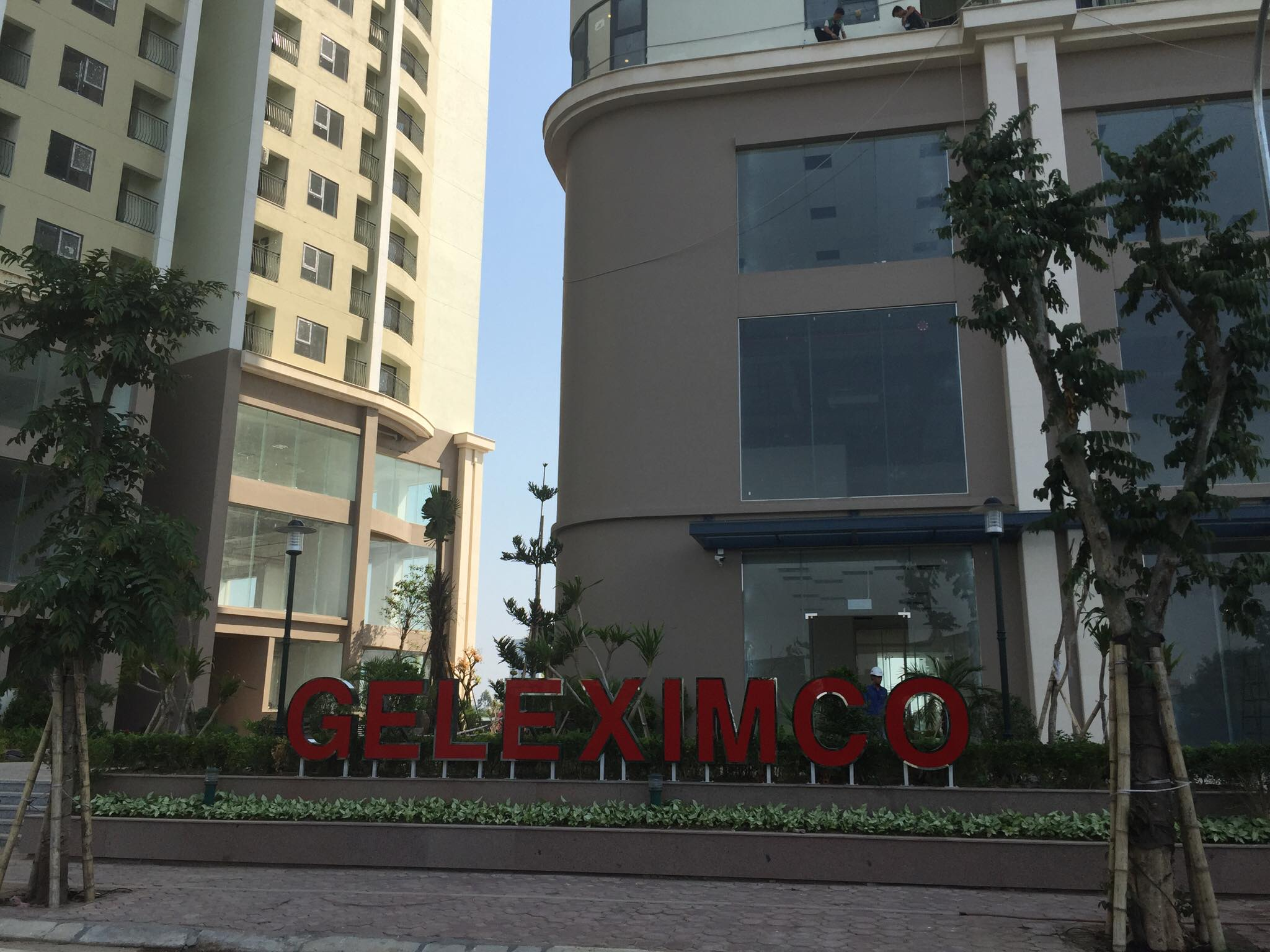 Tổ hợp chung cư Gelexia Reverside có 3 tầng thương mại dịch vụ với trung tâm thương mại sầm uất, 2 bể bơi 4 mùa, cửa hàng tiện ích, khu tập GYM,… đáp ứng hầu hết các nhu cầu của cư dân.