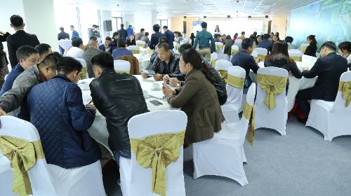 """Nhiều khách hàng đã chọn được sản phẩm đầu tư ưng ý tại sự kiện """"Cơ hội đầu tư - Chia sẻ tầm nhìn""""."""