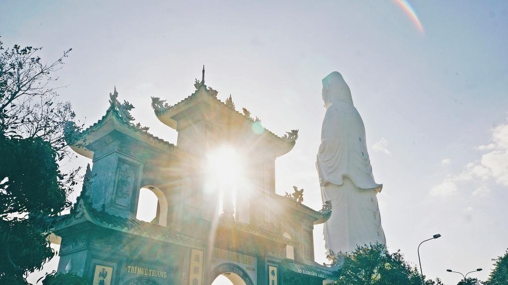 Ngoài ra bạn có thể tham khảo và ghé một số ngôi chùa có kiến trúc đẹp khác như: Chùa Quan Âm, chùa Tam Thai, chùa Phổ Đà, chùa Tam Bảo,... (Ảnh: Fiditour)