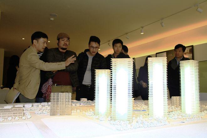 Các nhà đầu tư cần tìm hiểu kỹ về dự án và tham khảo nhiều thông tin, đặc biệt với nhà đầu tư ít kinh nghiệm. Ảnh: Thành Nguyễn.