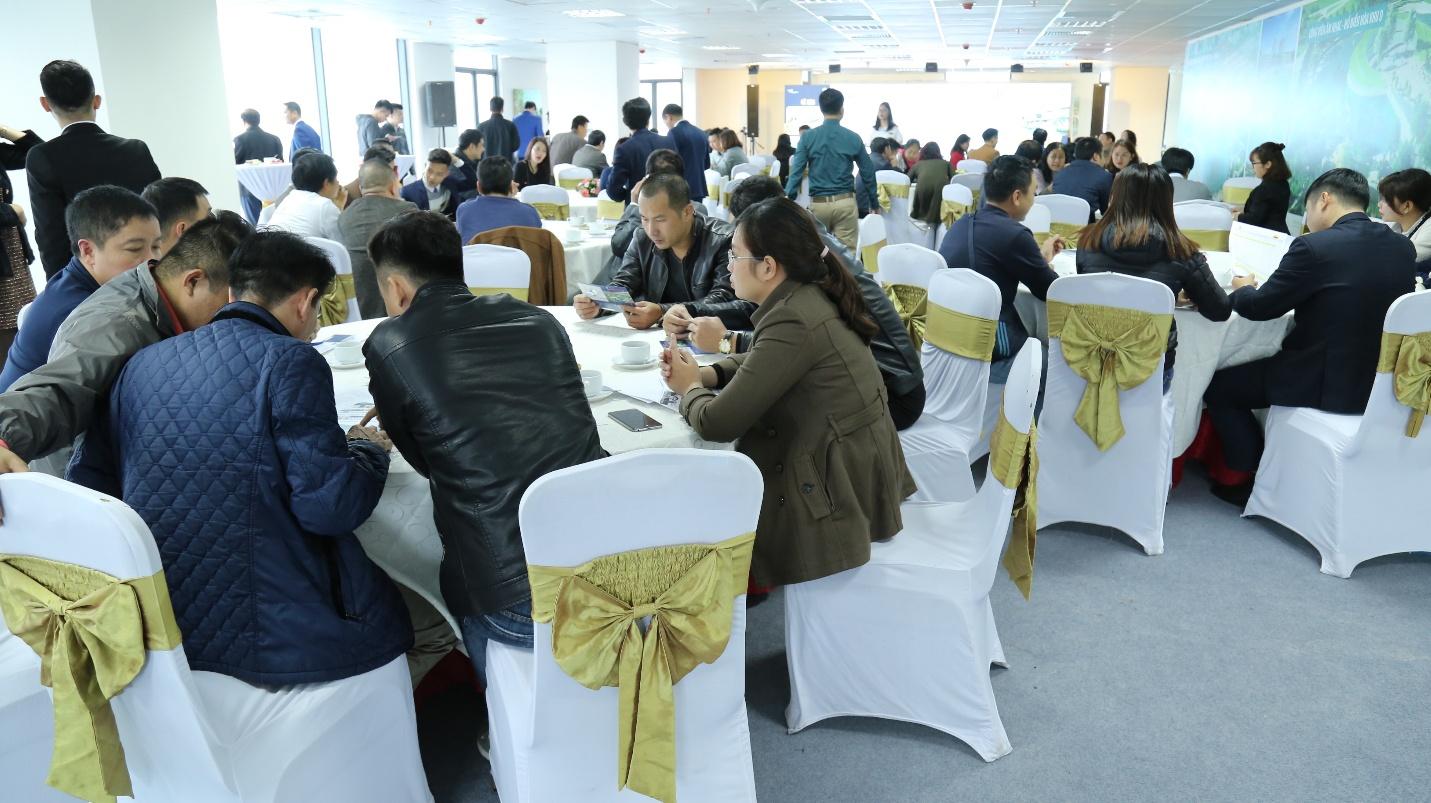 """Nhiều khách hàng đã chọn được sản phẩm đầu tư ưng ý tại sự kiện """"Cơ hội đầu tư – Chia sẻ tầm nhìn"""""""