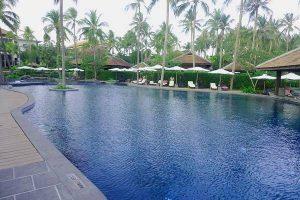 Công viên, hồ bơi tại dự án Sunny Villa.