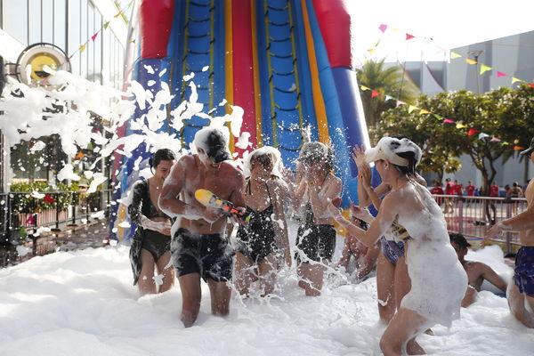 Dàn trai xinh gái đẹp hội tụ tại lễ hội Aqua League, nhìn thôi cũng biết lễ hội 'đình đám' cỡ nào!