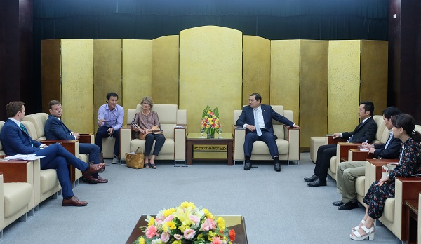 Thúc đẩy hợp tác kinh tế, thương mại du lịch và đầu tư cơ sở hạ tầng với Tây Ban Nha