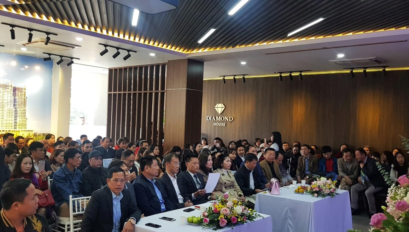 """Hàng trăm nhà đầu tư hào hứng tham dự hội thảo: """"Nhận diện xu hướng đầu tư BĐS 2020 cùng Landora"""""""