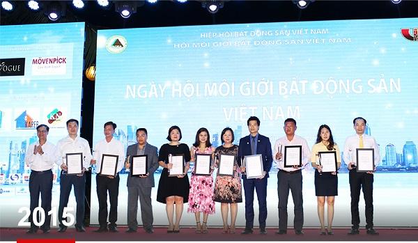 2015 - PHUQUYLAND được Top 10 sàn giao dịch Bất động sản xuất sắc nhất Việt Nam