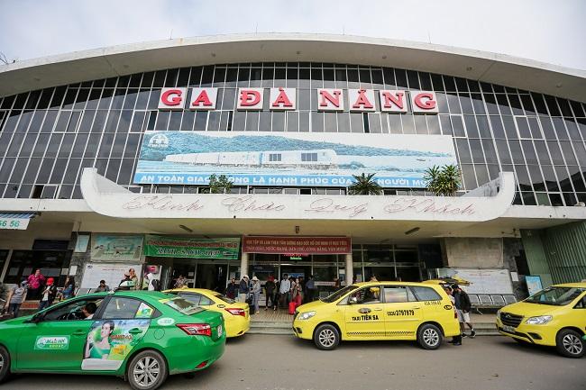Tàu đón, trả khách trở lại tại ga Đà Nẵng sau hơn 1 tháng tạm dừng